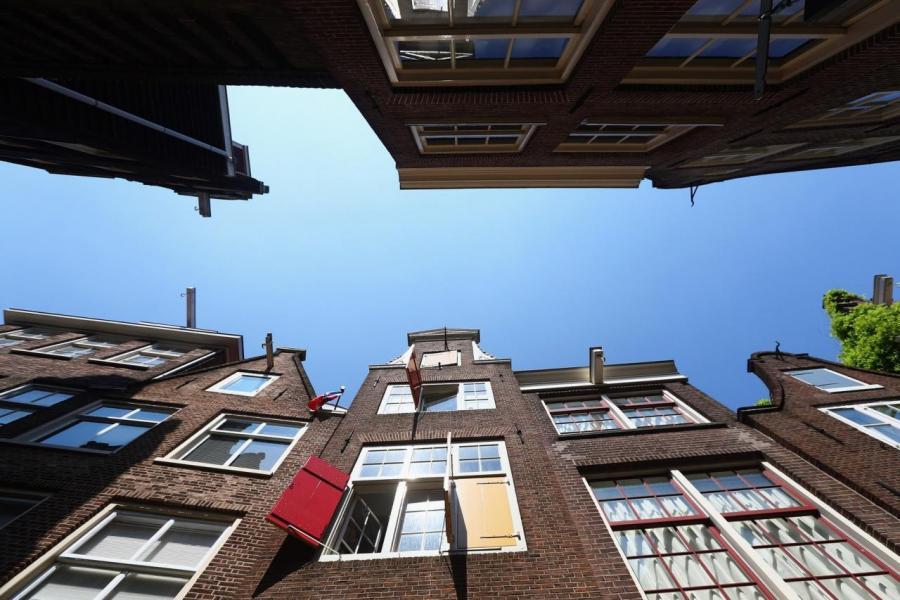 除了外籍人士和學生外,私人投資者和Airbnb對阿姆斯特丹的樓價上揚亦起了推波助瀾的作用。