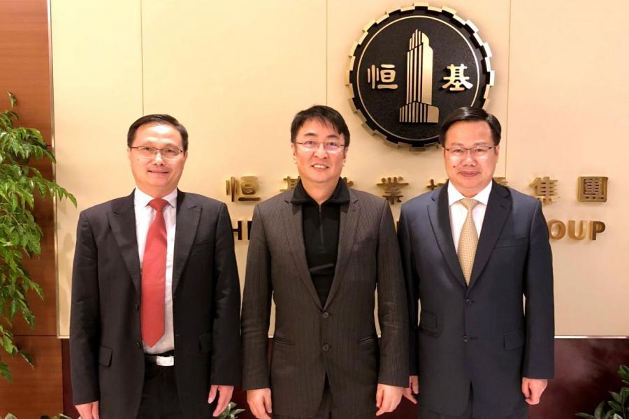 中國奧園高層去年四月和恒基集團簽訂廣州番禺氮肥廠城市更新專案合作協定。