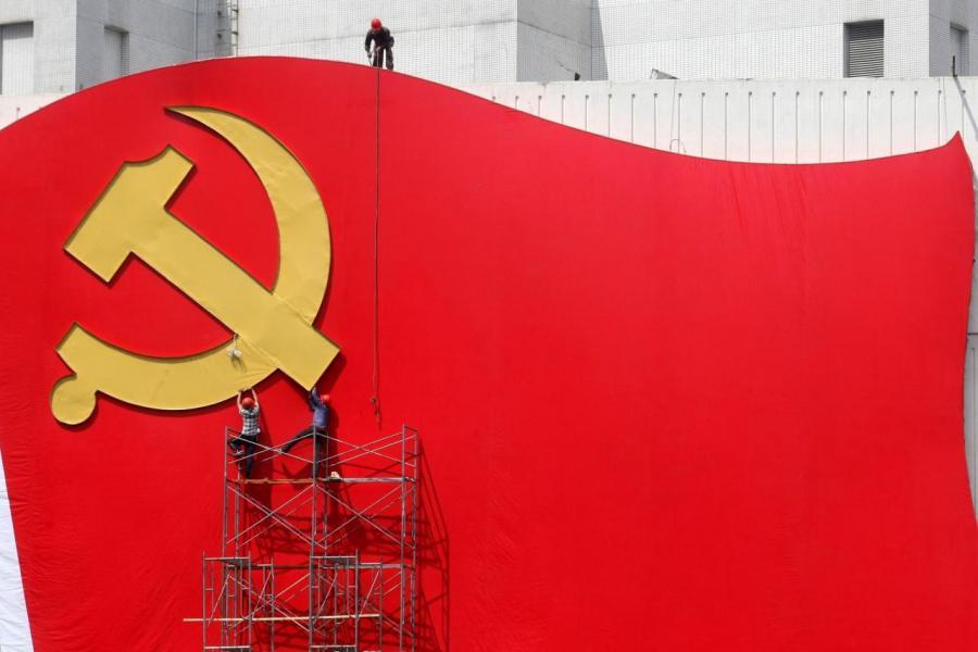 終極目標是要三十年後全面建成中國特色社會主義現代化國際大都市。