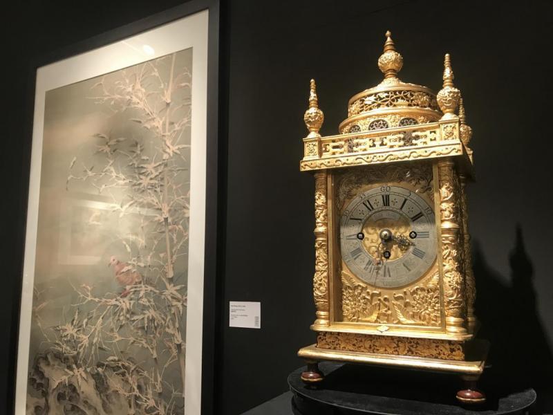 若看到清代乾隆年代的宮廷時鐘古董(上圖左),大家會否驚覺時間的流逝?