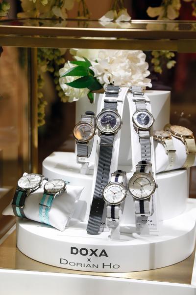 與瑞士腕錶品牌DOXA展開的一次跨界合作。