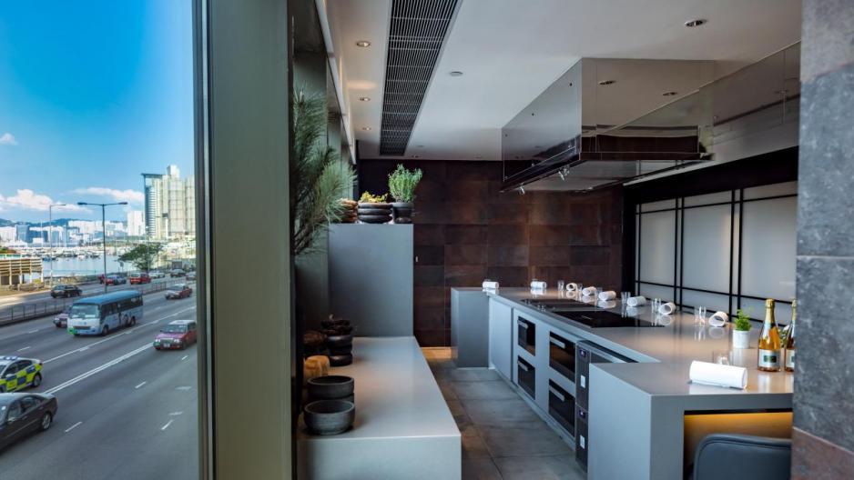 來到這個美食實驗室,大家不但可以親身體驗Simon的烹飪理念,並且品嚐一系列實驗性的創新菜式,更可以與廚師們作近距離互動。