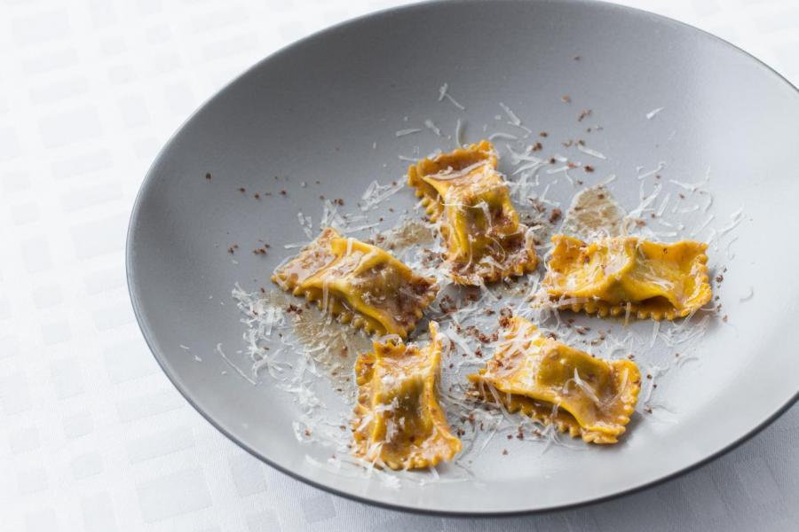 新菜單有主廚家鄉傳家之寶的菜式,包括總廚母親 Anna 的 Agnolotti,即自家製意式牛尾雲吞配巴馬臣芝士。