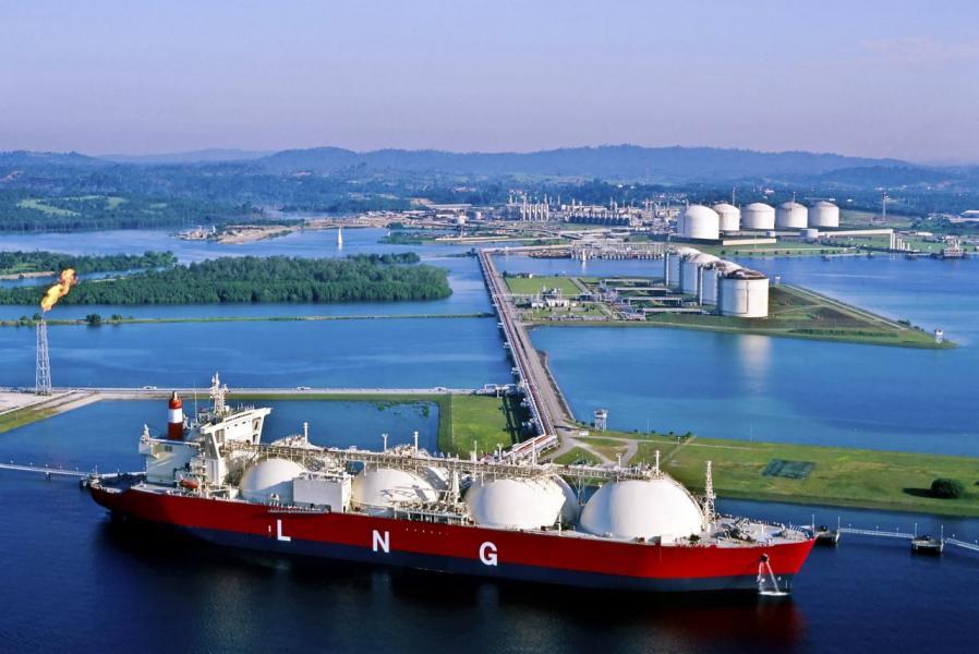 極端乾旱氣候令煉油成本大幅增加,造成經濟損失。