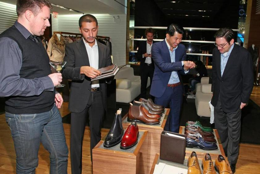 Bally主要銷售奢侈皮鞋,以及男女裝和配飾。