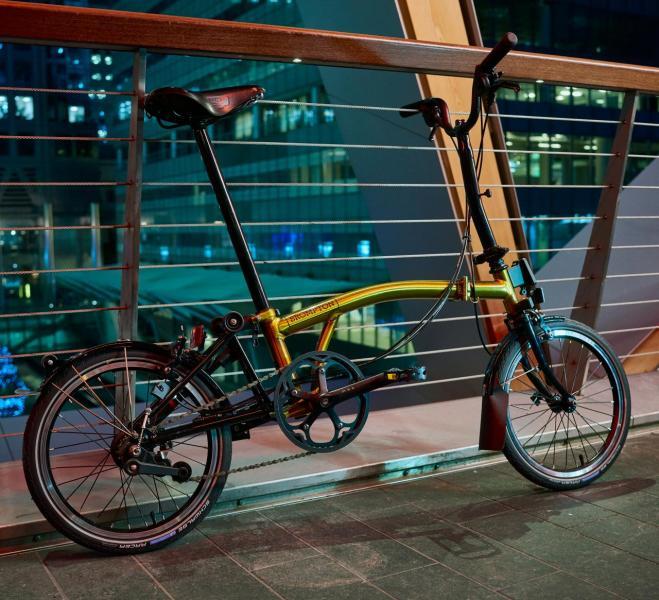 全新 「20 Years in Asia Gold Edition」單車由即日起於香港 5 間官方經銷商及澳門 3 間官 方經銷商發售,售價為港幣 18,100 元(建議零售價)。