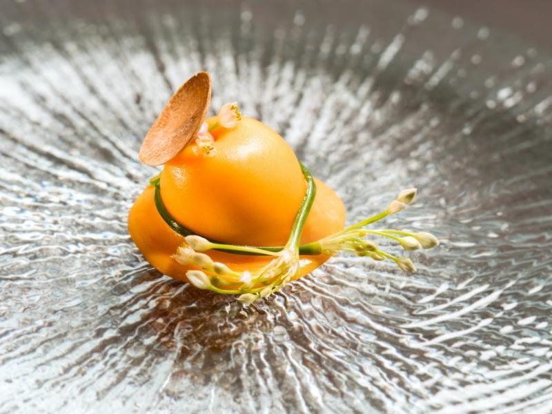 菠菜芝士餛飩配雞蛋及白松露