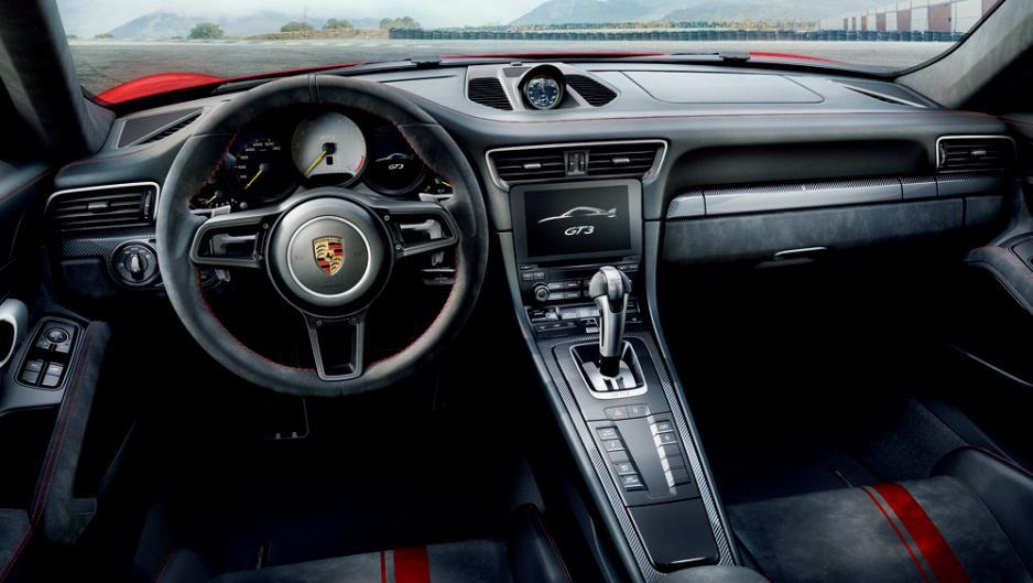 直徑360mm的軚盤,設計源自918 Spyder。