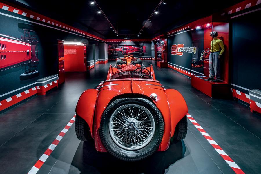館內所陳列的第一台車型,就是車隊最初使用的Alfa Romeo 8C 2300 Spider。