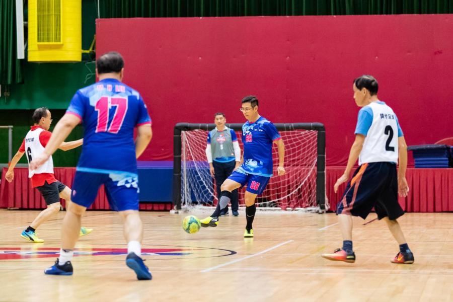 AXA安盛為員工及理財顧問安排健步足球訓練班,讓他們達致身心健康。
