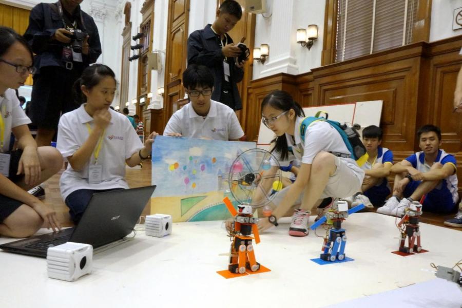 香港缺乏創新及科技人才,削弱競爭力。