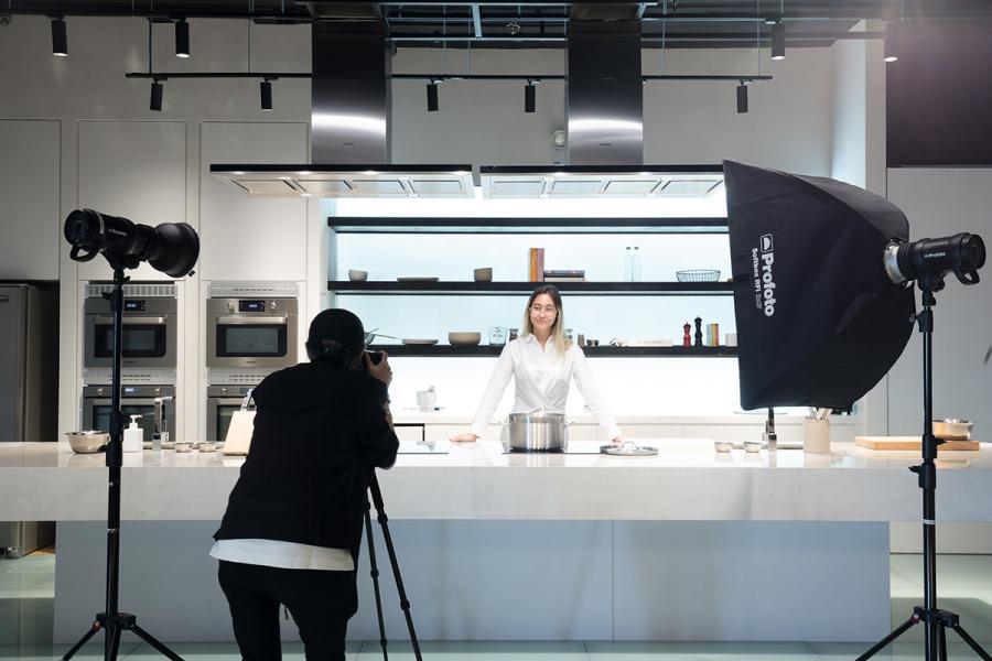 黃竹坑的中心內設有開放式廚房,方便媒體公司取景之用。