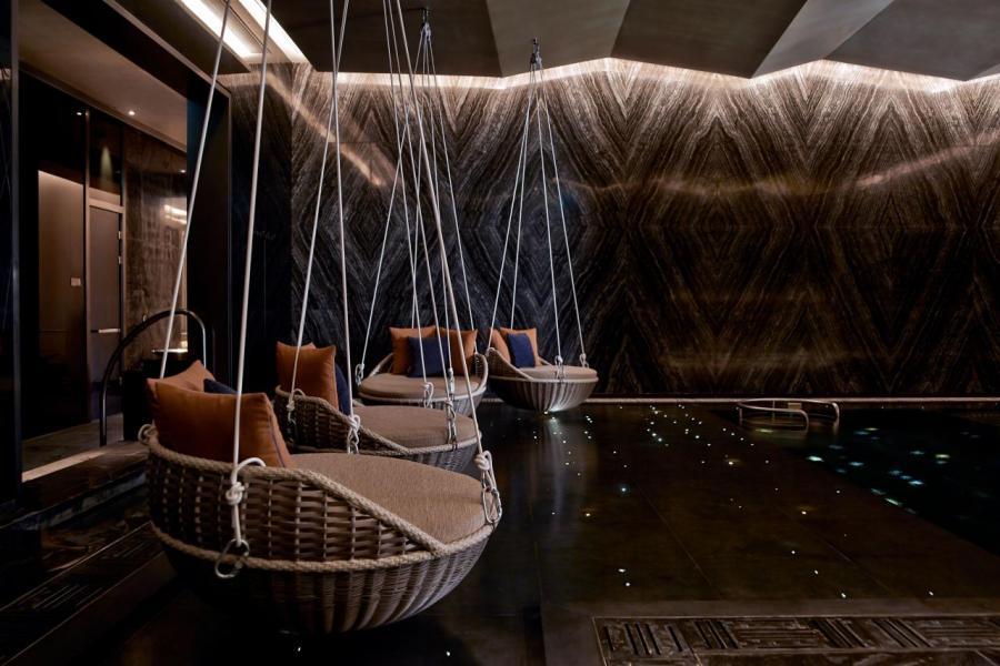 怡世寶水療獲《福布斯旅遊指南》評為「在充滿動感活力的路氹城中的寧靜悠閒時光」,其獨一無二的特色護理療程、天然產品和設施更獲得最高的五星評級。