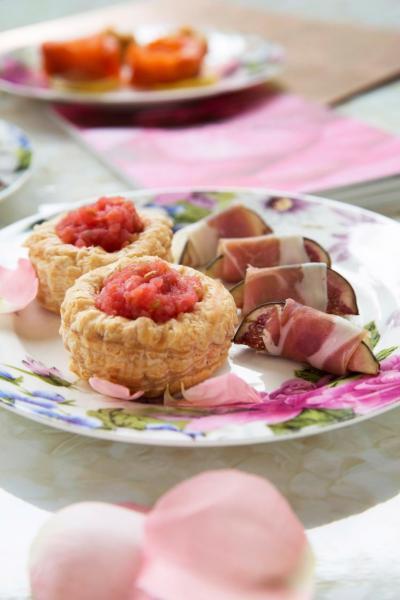 法式茄蓉酥餅、意大利黑毛豬火腿無花果卷。