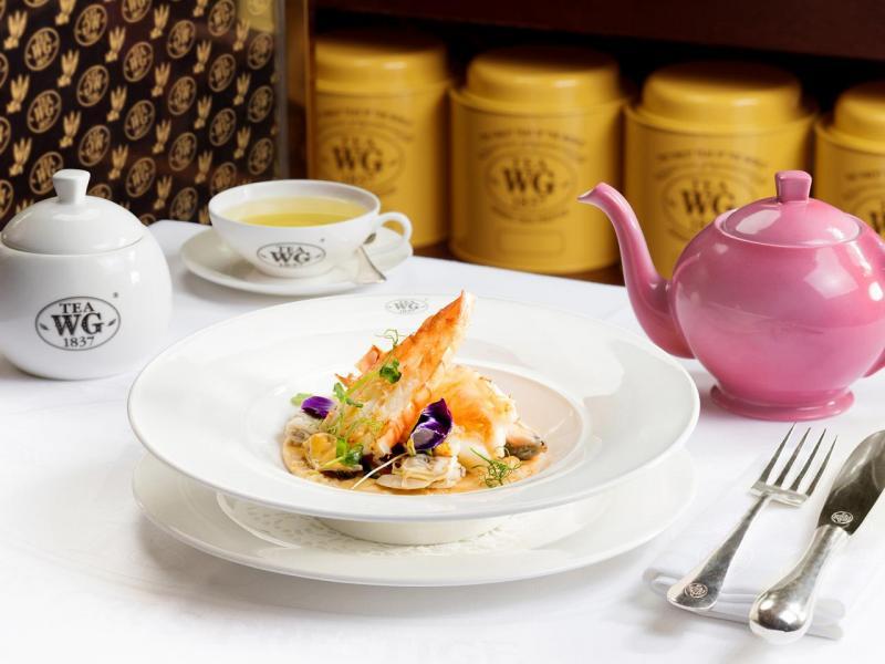 主菜:烤大蝦配貝類海鮮及炒蔬菜(二選一)