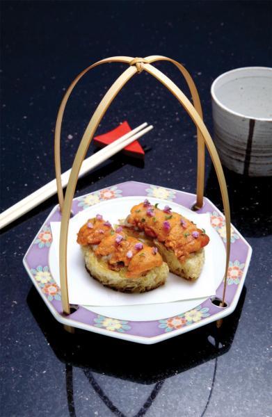 Hokkaido Uni/ Eggplant/ Brioche:鮮甜的北海道海膽入口即化,配以自家製法式牛油麵包,再加上鹹香的赤味噌烤茄子及紫蘇花,味道非常豐富。