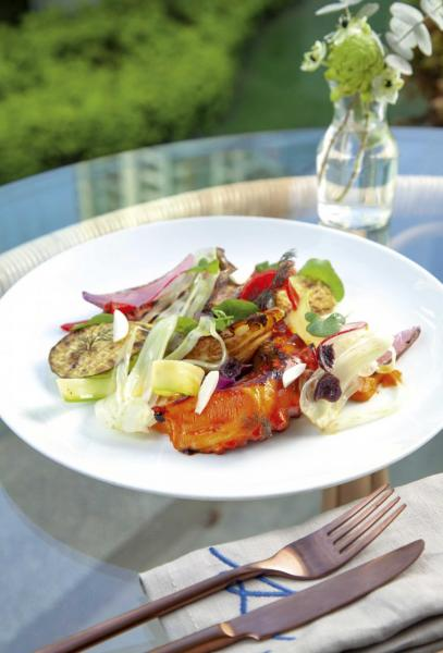 "Mediterranean octopus ""à la plancha"", confit vegetables, romesco sauce:產自地中海的章魚烤得軟稔入味,伴以油封雜菜,以及微甜的烤紅椒堅果醬,讓章魚的鮮味更突出。"