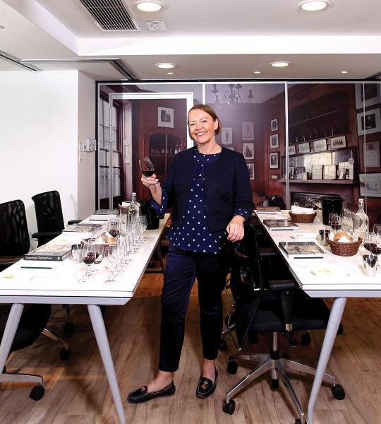 Jeanette居港多年,自2005年起在香港開始其品酒課程導師生涯。