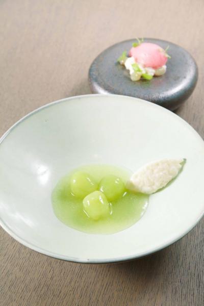 Muscat grape:時令的日本麝香葡萄,既清爽又香甜,搭配清新的北海道米布甸及葡萄雪葩,口感非常豐富。