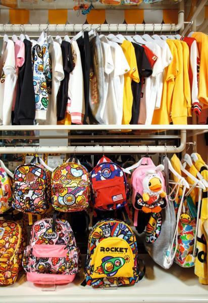 許夏林指出,在線上,親子服、精品及寬身剪裁的少女服銷情較佳。