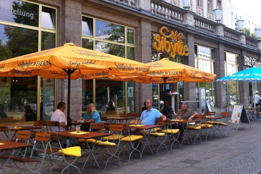 伯林的弗裡德里希斯海因橫跨前東柏林於西柏林之間,有着蓬勃的咖啡文化氛圍。