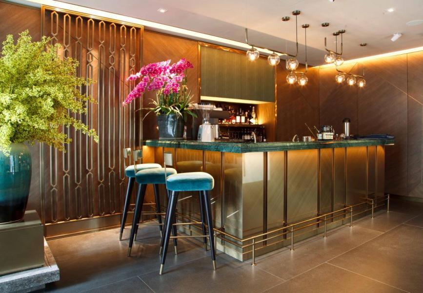 設計師特意打造了一個小酒吧,提供超過300款佳釀及特色雞尾酒,用餐前,不妨先與三五知己來這裡小酌一番!