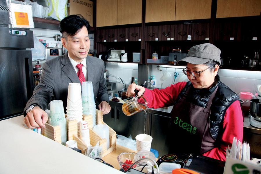 陳東陽是一名茶痴,創立營養茶品牌,提升大眾對健康追求的意識。
