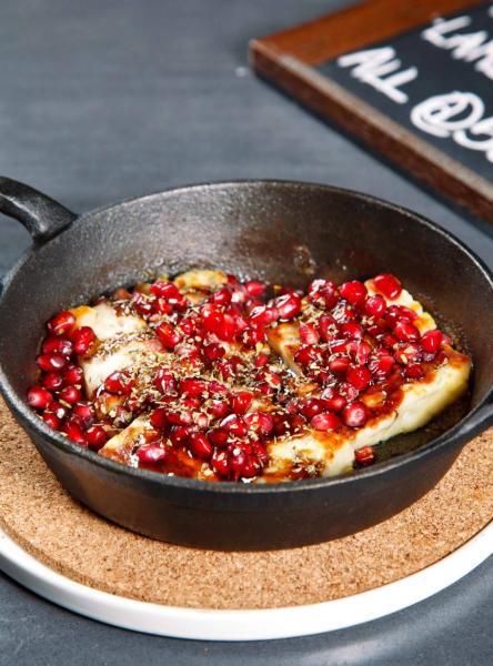 Baked Halloumi, pomegranate molasses, wild oregano:以焗紐西蘭芝士搭配石榴糖漿,酸中帶點微甜,味道香濃。