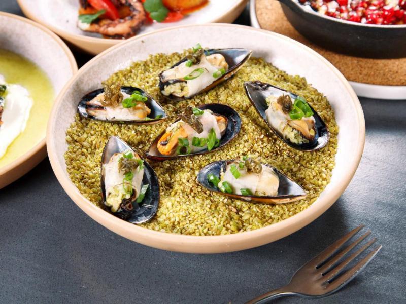 Stuffed Mussels, freekeh, lardo:大廚先用白酒將青口蒸熟,然後釀入烤小麥粒freekah,再裹上一層薄薄的意大利鹽漬豬背脂,青口的鮮味與freekah的淡淡煙燻香氣配合得恰到好處。