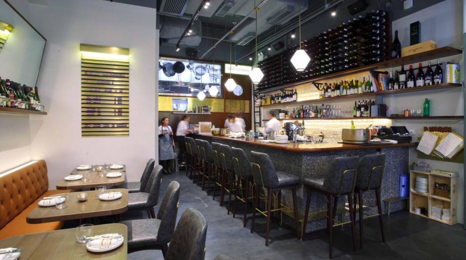 餐廳內設有小酒吧,侍酒師Simone精心挑選了約50款來自精品酒莊的佳釀,產量少,而且風格獨特。