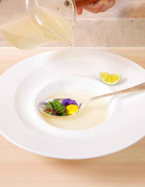 白身魚湯:大廚選用多種白身魚,並以魚骨熬湯,味道清淡可口。