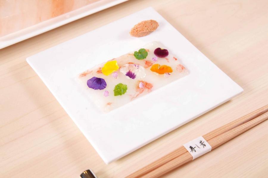 牡丹蝦薄切刺身:精緻的賣相為菜式加分不少,蝦肉鮮甜爽口,伴以岩鹽、檸檬汁、蝦膏同吃,清新開胃。