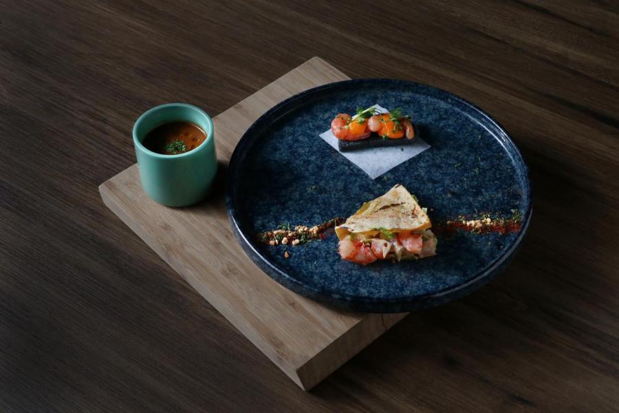 左:小紅蝦濃湯、上:小紅蝦海膽多士、下:香辣小紅蝦墨西哥夾餅