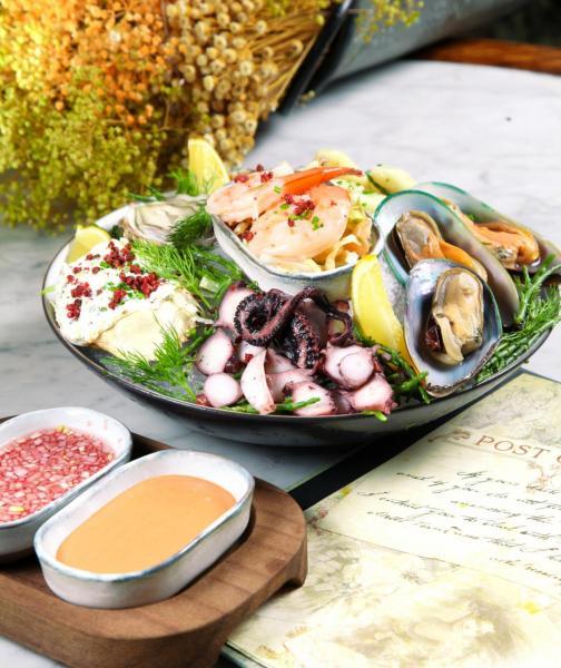 Seafood Platter:集合了法國芬迪奇生蠔、新西蘭青口、產自歐洲的大蝦、小魷魚及生八爪魚片,還有以阿拉斯加皇帝蟹腳製成的蟹肉沙律,鮮甜美味。
