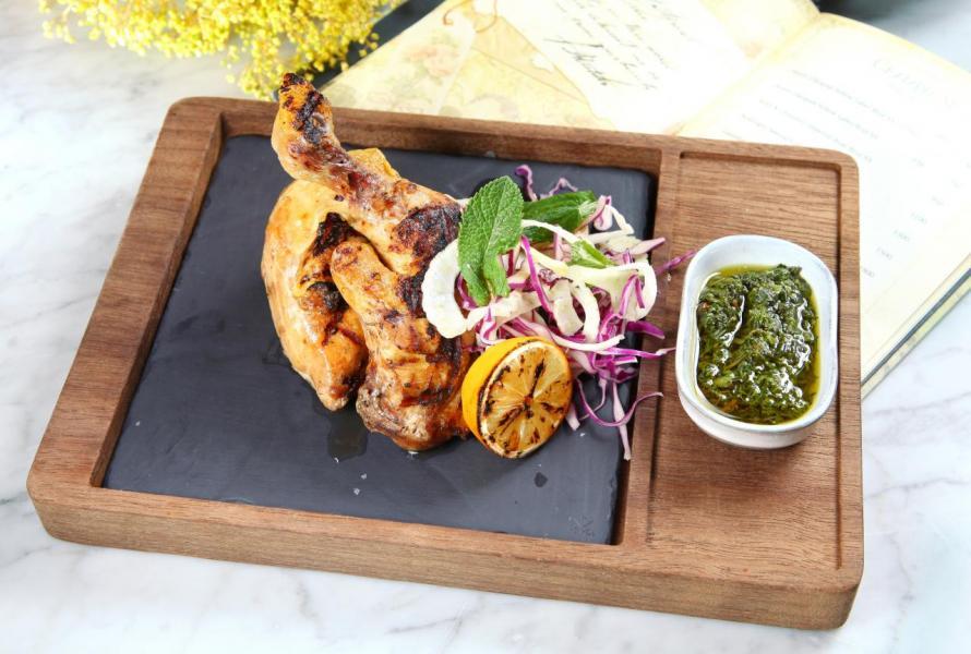 Cornfed Chicken:大廚選用來自法國的全雞,以橄欖油及百里香將其慢煮3小時後再烤,雞肉 肉質鮮嫩,並帶點炭燒的味道。