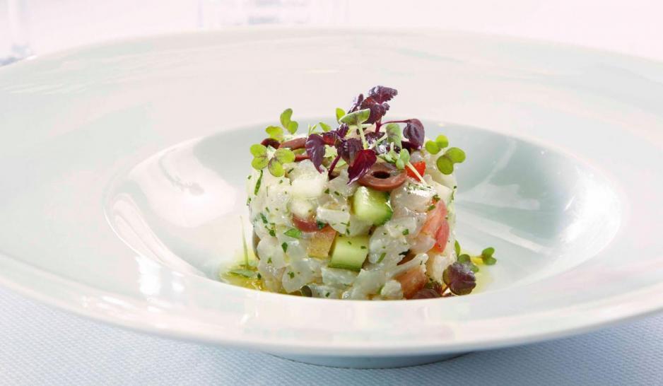 Greek Ceviche:糅合了鱸魚刺身、青瓜、番茄、洋蔥、胡椒、橄欖、野生香草,鱸魚入口鮮爽且富彈性,清新開胃。