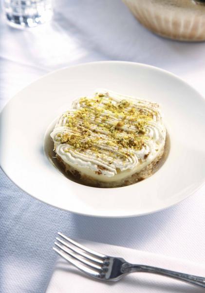 Ekmek:以千絲酥搭配牛油、糖漿、肉桂,再鋪上雲呢拿忌廉及開心果碎,不但香甜軟滑,而且口感豐富。