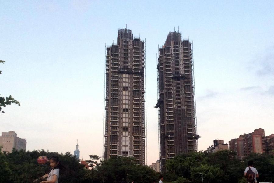 大安區「ONE PARK TAIPEI 元利信義聯勤」被列入台北最新十大豪宅案排行榜。
