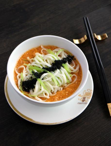 蟹粉伴稻庭麵