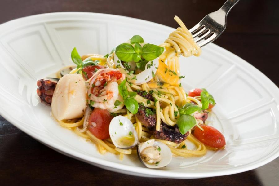 Bencotto意大利餐廳的招牌菜式「季節海鮮意粉」,不但用料豐富,而且鮮味十足!
