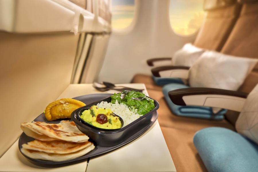 該公司推出的全新設計升級餐飲理念,在三個小時以上的旅程中,餐單的主菜升級為更大份量的現代餐館菜式,讓旅者更大飽口福!