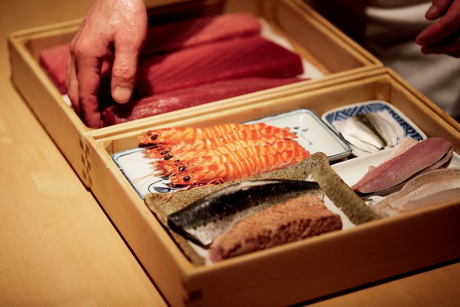 餐廳堅持選用最優質的食材及時令美食。