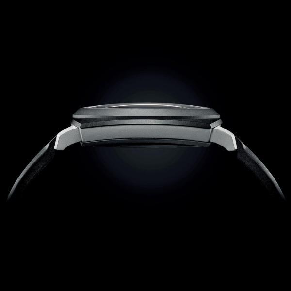 雖是五層錶殼結構,卻非常簿身,厚度只有12.4毫米。