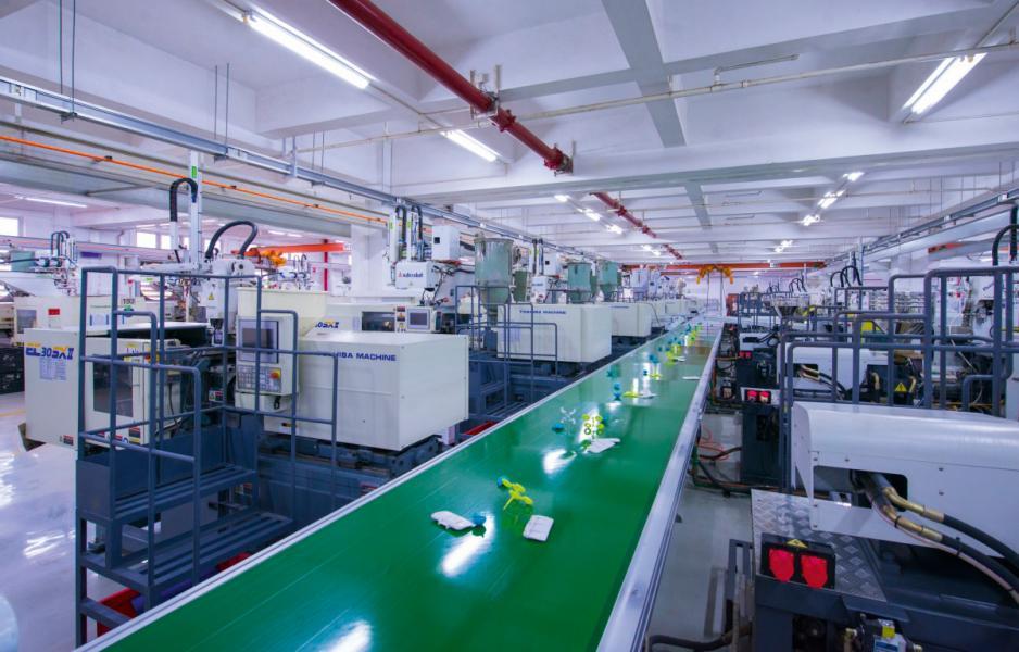 陳在公司內部推動及加強半自動化生產,提升效率。