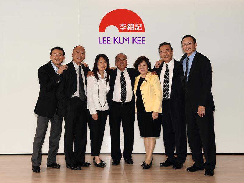 八十年代,李錦記第四代成員加入,公司順利傳承。