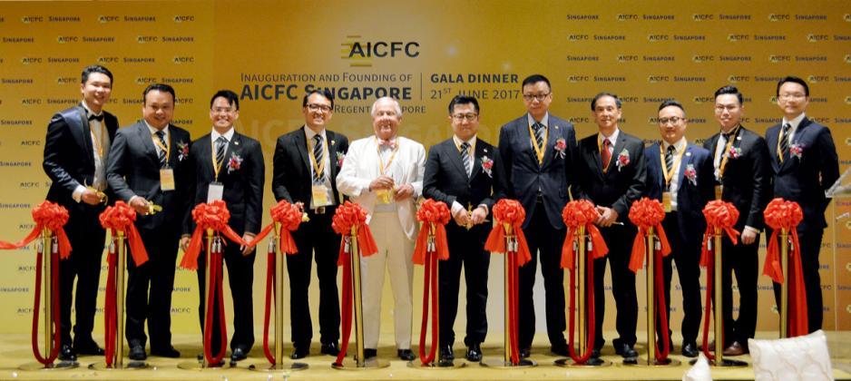 6月21日晚上,新加坡分會 (AICFC Singapore)假新加坡麗晶酒店舉行成立儀式,「期貨大王」兼量子基金創辦人羅傑斯(Jim Rogers)(左五)擔任特別嘉賓。