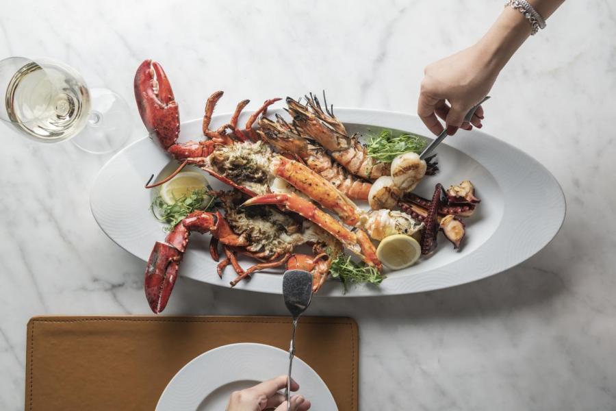 Seafood Platter:加拿大龍蝦、北海道帶子、阿拉斯加蟹、西班牙八爪魚鬚及皇帝蝦不但鮮味十足,更洋溢著陣陣碳烤香氣,令人吃個不停。