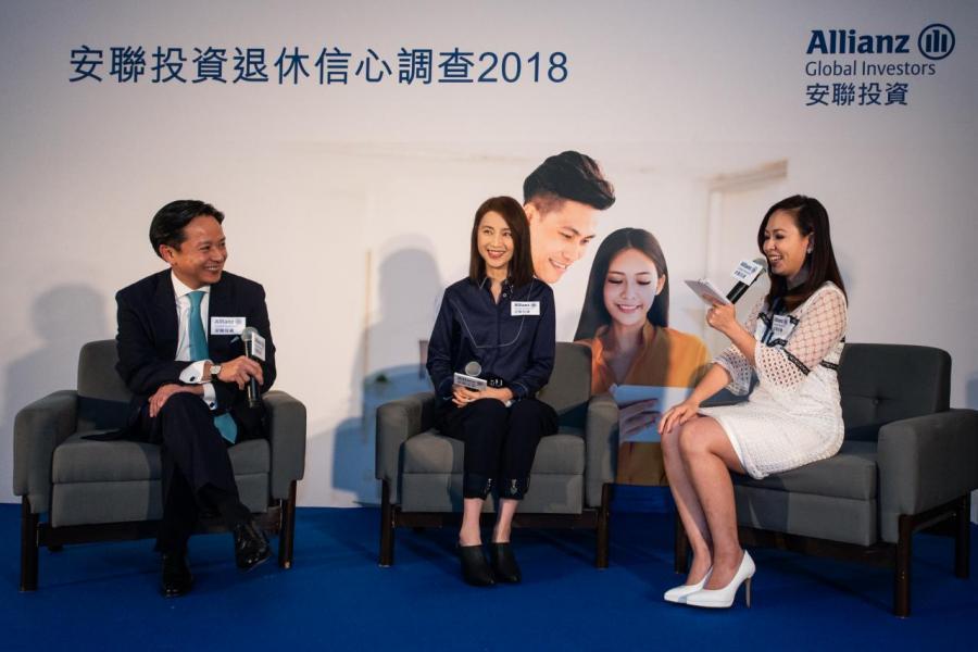 安聯投資亞太區機構投資方案總監曹偉邦(左及譚小環(中)即場參加心理測驗,以助了解自己的性格,制定合適的退休計劃。