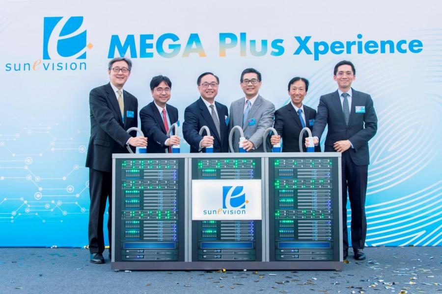 香港特別行政區創新及科技局官員及新意網集團管理層共同主持「MEGA Plus Xperience」慶祝儀式。