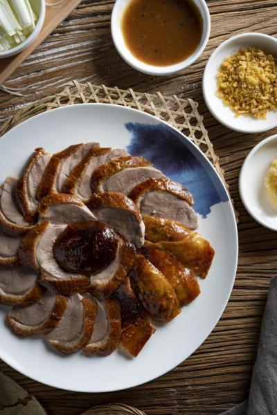 北京片皮鴨:用上美國四代鴨農Maple Leaf Farms的出品,鴨肉不但肉質嫩滑,而且肉味細膩。